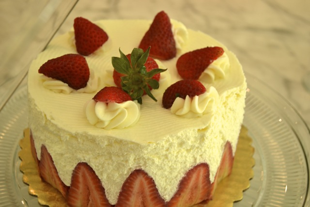 Entertaining: Spring Party: Strawberry Cream Cake